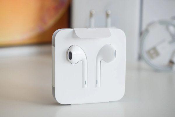 ear-headphones-for-iphone-12-2